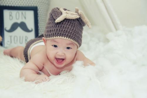 baby buikligging houding stimuleren